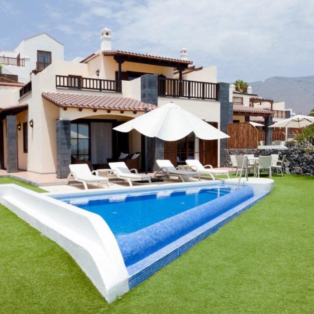 Villa, pool and garden